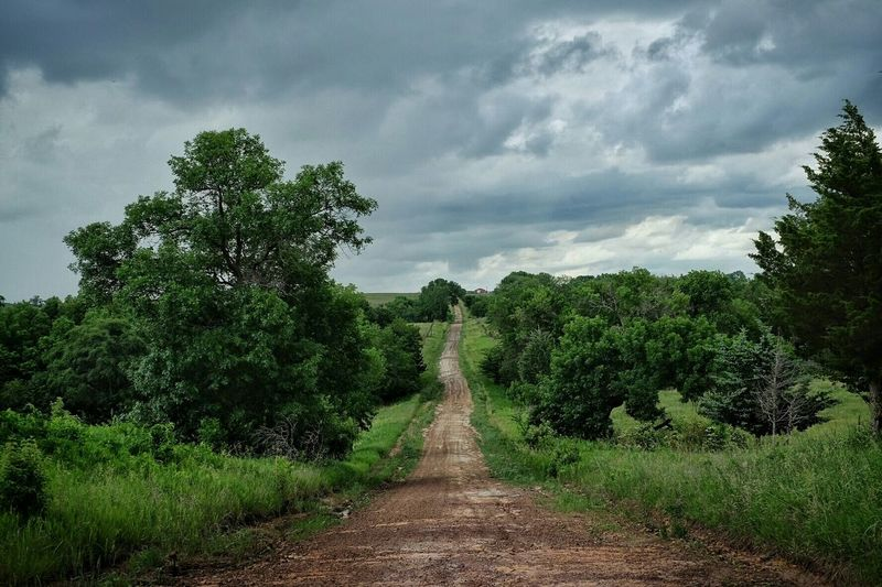 Downhill Dirtroads Rural Scenes Back Roads Hills Check This Out EyeEm Best Shots Color Photography Polarizing Filter Cloudyday