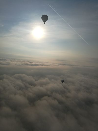 Airballon Aerostat Aerostatic Ballon Peaceful Peace And Quiet Sky And Clouds Sky View From Above Flying Sky Hot Air Balloon Air Vehicle Balloon Cloud - Sky Transportation No People Sun Tranquil Scene Mode Of Transportation Aerial View Airplane Tranquility Freedom Mid-air Beauty In Nature Environment Nature Scenics - Nature