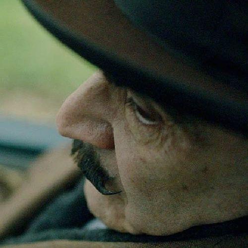Poirot Hercule Poirot Suchet DavidSuchet Agathachristie Curtain Poirot's Last Case 25 лет легендарного сериала закончились. Мне никогда не хотелось почитать книги Кристи, но насладиться игрой незабвенного Дэвида Суше. И пусть некоторые дела бельгийского детектива похожи друг на друга, но образ всегда разный, всегда харизматичный. Monami