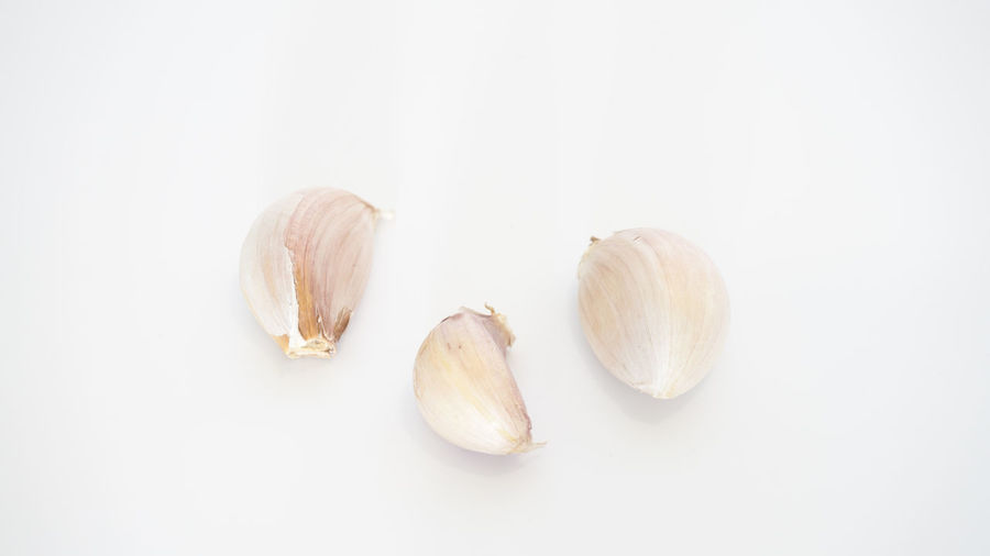 Close-up Copy Space Cut Out Food Food And Drink Freshness Garlic Garlic Clove Group Of Objects Healthy Eating High Angle View Indoors  Ingredient No People Nut Spice Still Life Studio Shot Vegetable Wellbeing White Background