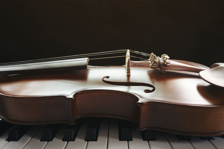 Piano keyboard with violin Musical Equipment Music Musical Instrument Indoors  Arts Culture And Entertainment Close-up Black Background No People Still Life Studio Shot Wood - Material String Instrument String Musical Instrument String Copy Space Piano Table Brown White Color Black Color Piano Key