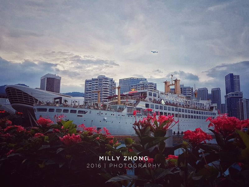 Day15 365daysmobilephotography Ship on the flowers. 😝 EyeEm Gallery Night View EyeEm Best Shots Midautumnfestival Blossom City City View  Nature Photography Standupforlife Gogogo Ship Restaurant Archetecture