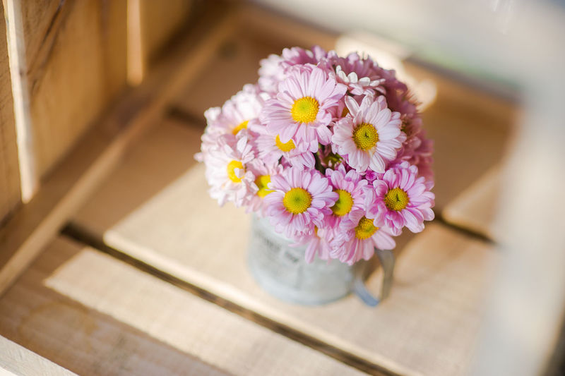 Beauty In Nature Bunch Of Flowers Close-up Flower Flower Arrangement Flower Head Flowering Plant Focus On Foreground Fragility Freshness Indoors  Inflorescence Nature No People Petal Pink Color Pitcher - Jug Plant Selective Focus Softness Table Tray Vulnerability