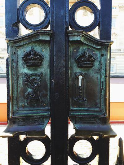 Behind These Gates Lies The Queen Buckingham Palace England🇬🇧 Taking Photos Enjoying Life