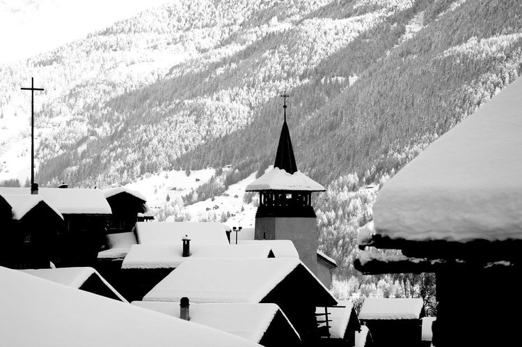 Schnee Schweizer Alpen Val D'Anniviers Winter Architecture Beauty In Nature Building Exterior Built Structure Cold Temperature Day Grime Mountain Nature No People Outdoors Place Of Worship Religion Sky Snow Spirituality Switzerlandpictures Walliserdorf Winter