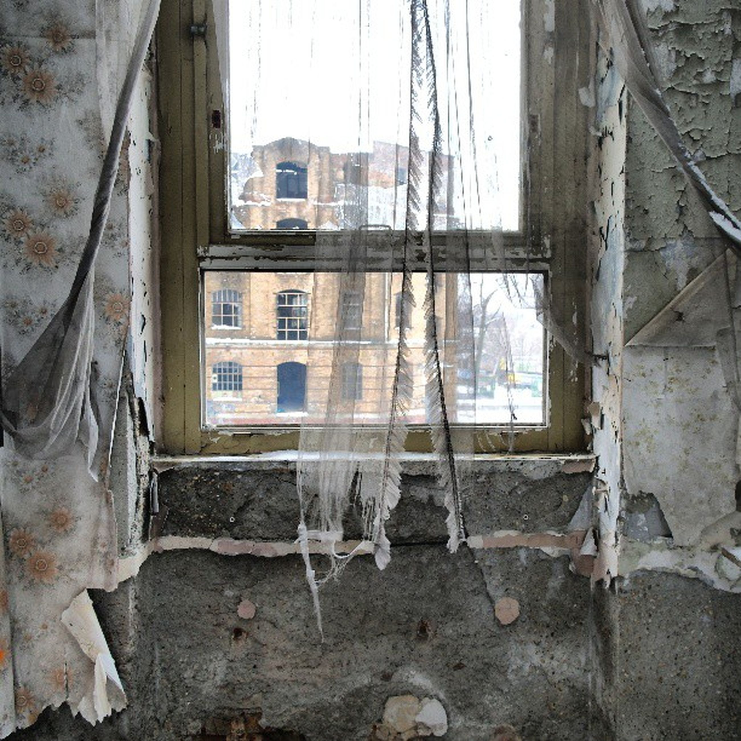 architecture, built structure, building exterior, window, abandoned, house, damaged, obsolete, old, run-down, residential structure, building, day, residential building, weathered, deterioration, wall - building feature, bad condition, no people, outdoors