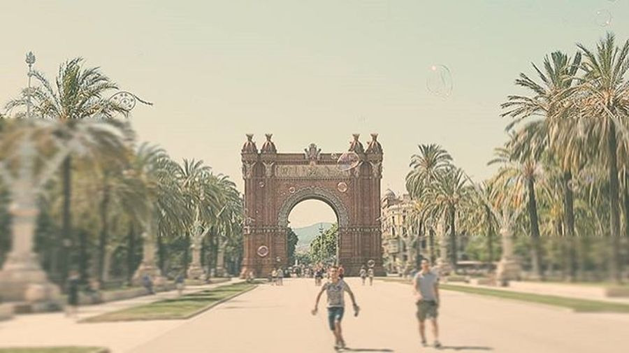 Whole wars have bigs endings. Barcelona Arcdetriomf