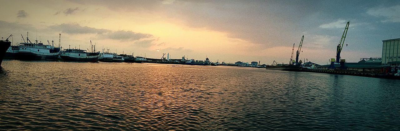 Creative Light And Shadow Taking Photos Tanjung Emas