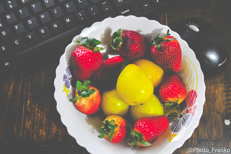 Close-up Day Food Food And Drink Freshness Fruit Healthy Eating High Angle View Indoors  No People Plate Raspberry Ready-to-eat Strawberry Sweet Food Table