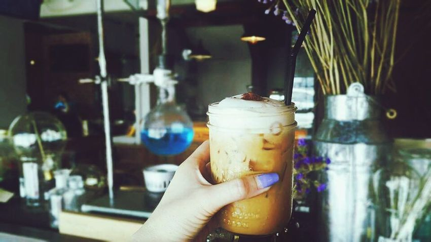 On my hand. ☕ Hello World On My Hand My Nails  Fashion&love&beauty Coffee Time Coffee Relaxing Time Beautiful Dayat University Taking Photos Capuccino Have A Nice Day♥ EVERYONE 😗