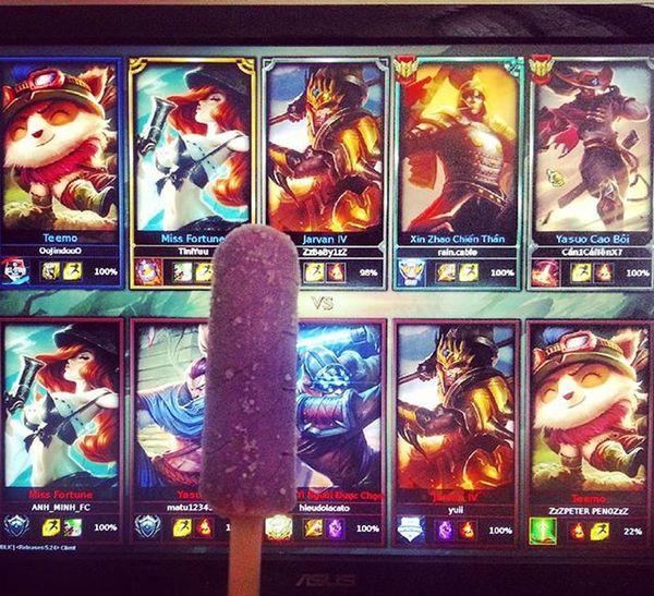 Ăn kem và chơi game hihi!😆 Ghiền kem này dồi 🍦🍦🍦