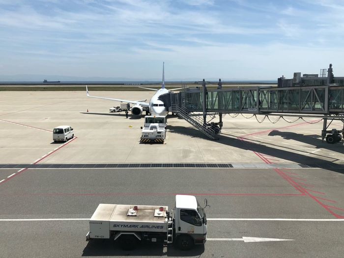 今から東京へ☆ #スカイマーク #SKYMARK Skymark Airlines Skymark Kobe Kobeairport Airplane Transportation Sky Road Land Vehicle Marking Road Marking Mode Of Transportation