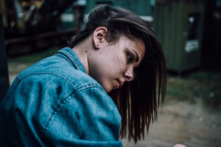 One Person Real People Disappointment Young Adult Hood - Clothing Leisure Activity Lifestyles Young Women Depression - Sadness Women Outdoors Tensed Day Dyed Hair People Adult Women Around The World The Portraitist - 2017 EyeEm Awards Sommergefühle