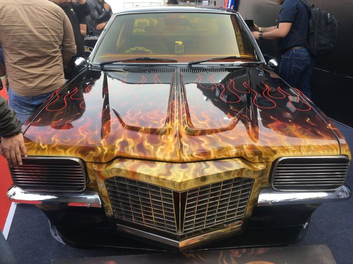 Hot wheels Mode Of Transportation Car Transportation Motor Vehicle Land Vehicle People Real People Two People Leisure Activity Retro Styled Indoors  Rear View Adult Men Glass - Material Windshield Lifestyles Day Standing