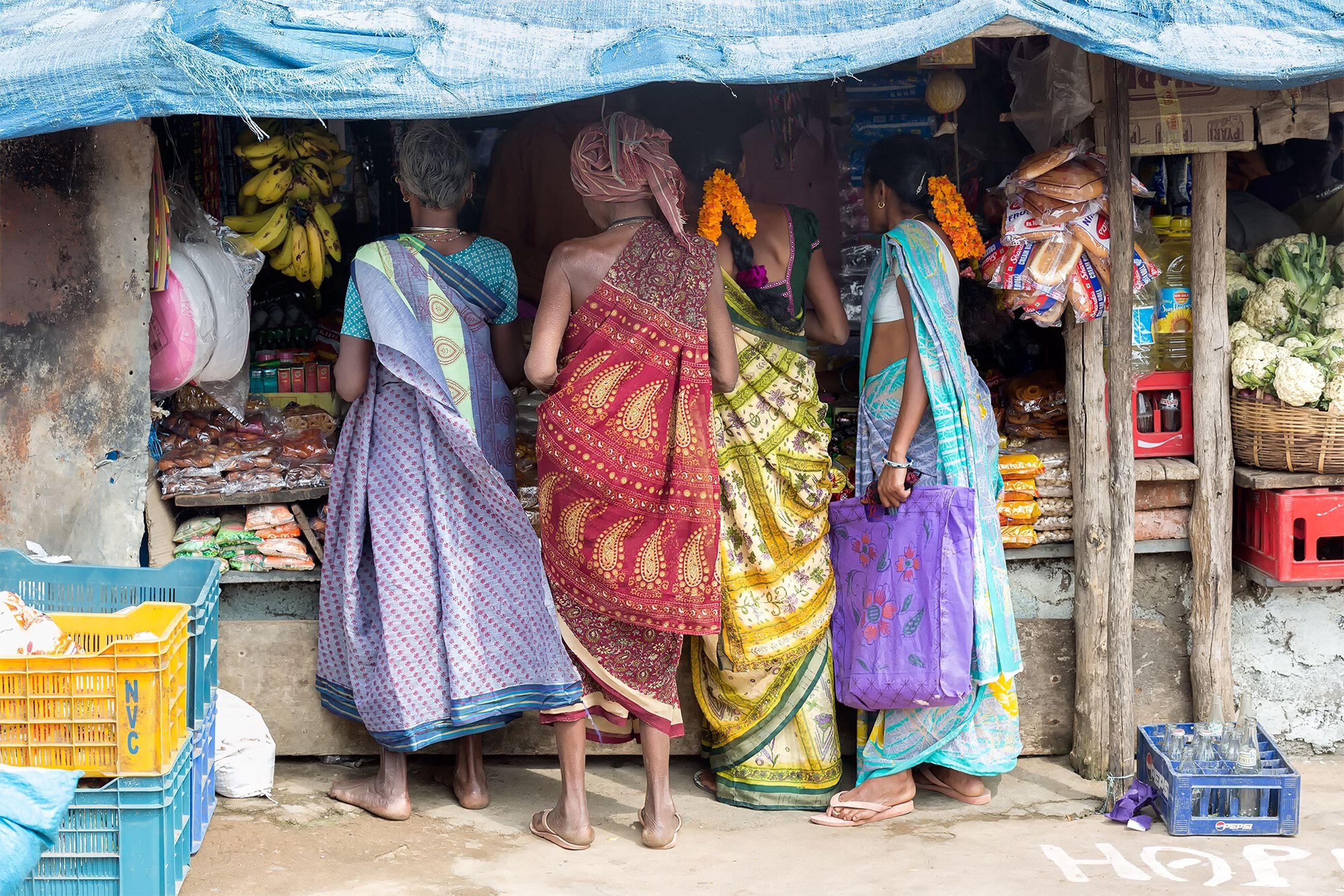 men, market stall, market, retail, for sale, small business, rear view, lifestyles, person, selling, building exterior, casual clothing, built structure, leisure activity, architecture, outdoors, street