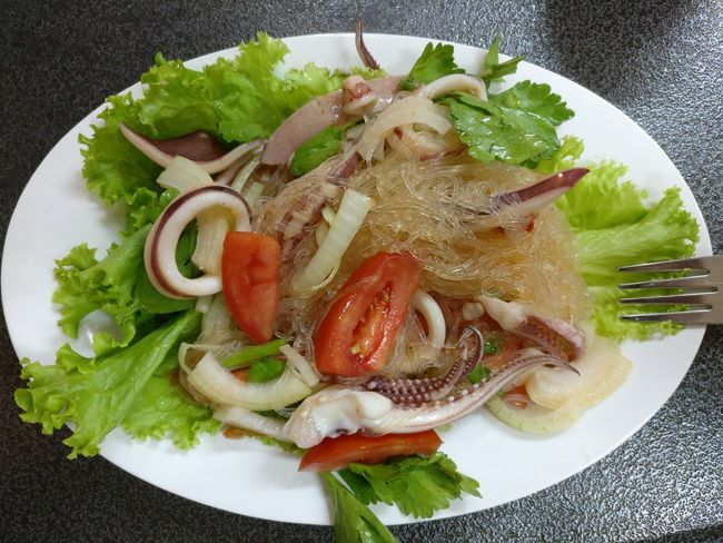 Seafoods Squid Lettuce Tomato Streetfood Plate Freshness Healthy Eating Food No People Indoors  Salad