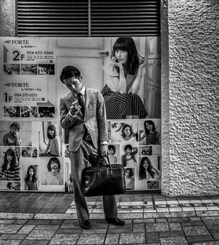 Swipe Right Japan Japanese  Japanese Style Japanese Fashion Japan Photography Street Streetphoto_bw Street Fashion Street Style Streetphotography Fashion Style Monochrome Blackandwhite Urban City People Candid Guy Bag Advertisement Night Gx7mkii Gx85 Gx80