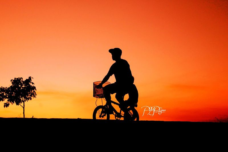 A GOOD friend knows all your best stories..A BEST friend has live them with you...SEE the difference?Celebrate Your Ride . Eye4photography  Silhouette Protecting Where We Play From My Point Of View Picturing Individuality Sunset Silhouettes Learn & Shoot: Balancing Elements Exploring New Ground