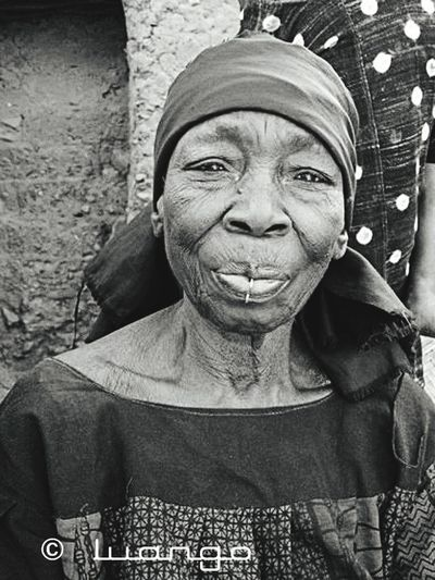 Adults Only Portrait One Woman Only Senior Women Senior Adult Only Women One Person Looking At Camera Women Smiling Human Body Part Madagascar People Madagascar  Africanwoman Black And White Photography Portraits Photos Amis EyeEm Portraits Of EyeEm Blackandwhite Blackandwhite Photography Africanpeople Streetphotography EyeEm Selects Portrait Of A Woman Portrait Photography