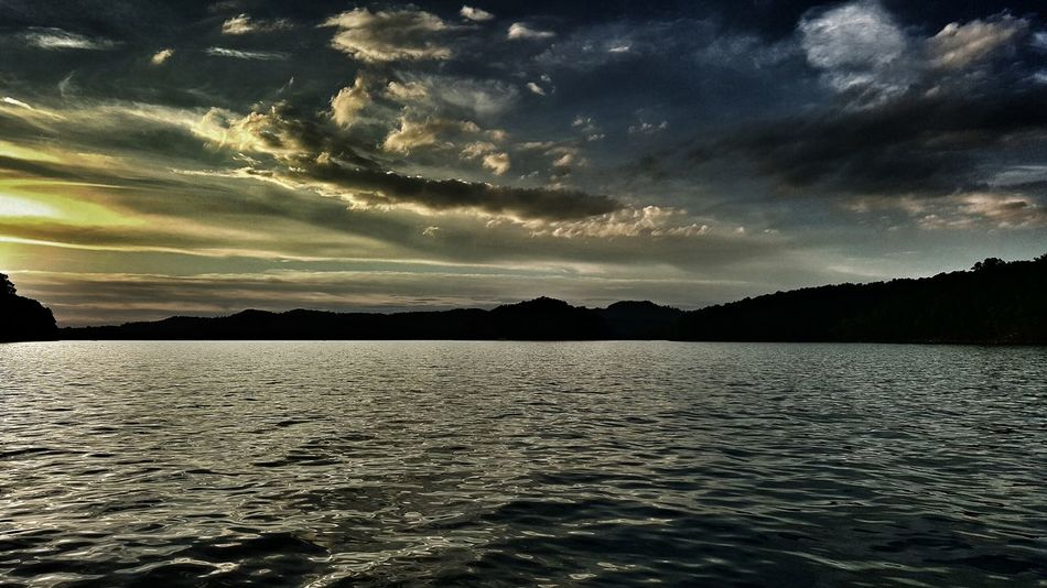 Outdoors Galaxy Note 5 Edited Summersville Lake Sunset Clouds Phone Photography No People Landscape Dramatic Sky Cloud - Sky Beauty In Nature