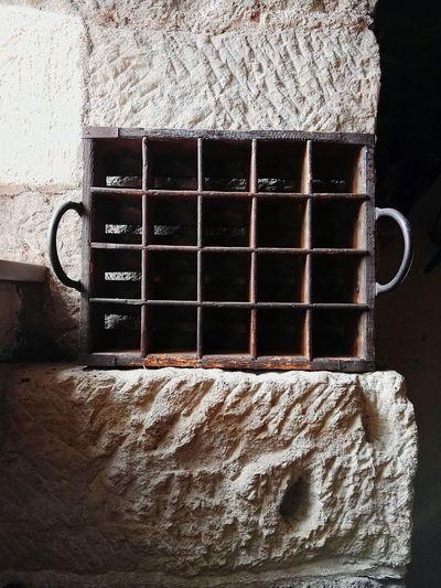 Bierkeller Burgkeller Burgweesenstein Antique Antiquariat Retro Kiste Holzkiste Bierkiste Stone Wall