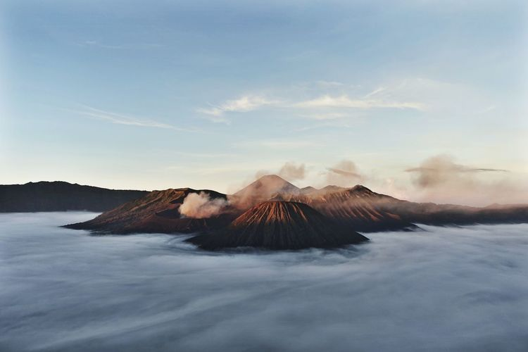 Sea of clouds Bromo Mountain Cloud - Sky INDONESIA Indonesia_photography Landscape Mountain Nature NATURE COLLECTIONS, No People Scenics Sky Sunrise Surabaya Volcano Volcanoes First Eyeem Photo EyeEm Best Shots EyeEmNewHere Eye4photography  Mountain View Indonesia Scenery Indonesia_allshots Sunrise_sunsets_aroundworld Sunrise And Clouds The Great Outdoors - 2017 EyeEm Awards EyeEmNewHere