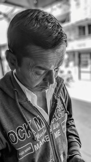 Streetphotography Random Old Man Wrinkled Skin Warm Clothing Boys Portrait Headshot Front View Close-up Casual Clothing Thinking Asian  Plain Background Thoughtful Posing Head And Shoulders Hood My Best Photo Humanity Meets Technology Streetwise Photography The Art Of Street Photography