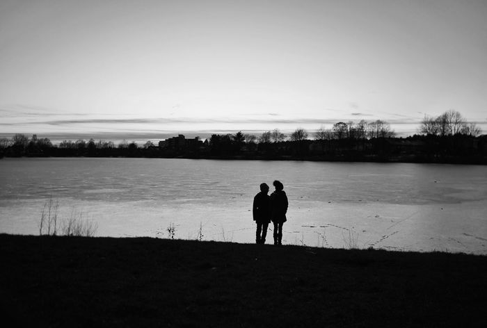 Symbiosis - MAinLoveWithPeople and Little Girls Standing Together Side By Side Symbiotic Solidarity Togetherness Children Children Photography Childhood Childhood Memories Black And White Bnw Bnw_collection Bnw_captures Bnw_life Bnw Photography Bnw_maniac Mono Monochrome Monochromatic Lake Silhouette People - 14.02.2018 - #BadLippspringe