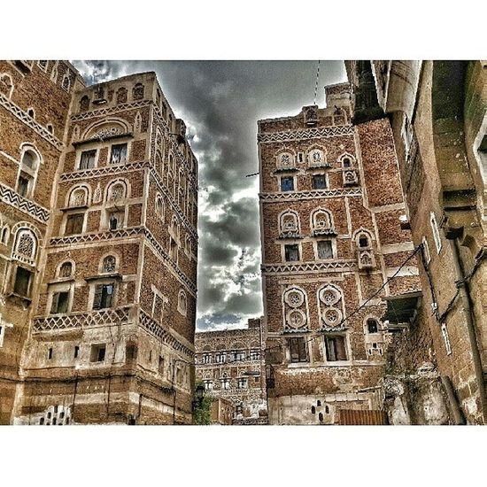 اثناء زيارتي لصنعاء القديمة تصوير جوالي طبعا ^_^ صنعاء_القديمة صنعاء اليمن تصويري  Yemen Old Buildings Heritagebuilding Oldcity