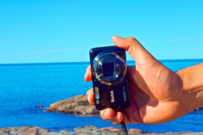 Capture your favorite summer moment Photography Camera - Photographic Equipment Summer ☀ Summertime Pocket Camera Poket Camera Kodak Human Hand Sea Photography Themes Human Body Part Camera - Photographic Equipment Real People Holding One Person Photographing Technology Outdoors Leisure Activity Water Day Men Beach One Man Only Digital Single-lens Reflex Camera Clear Sky Nature