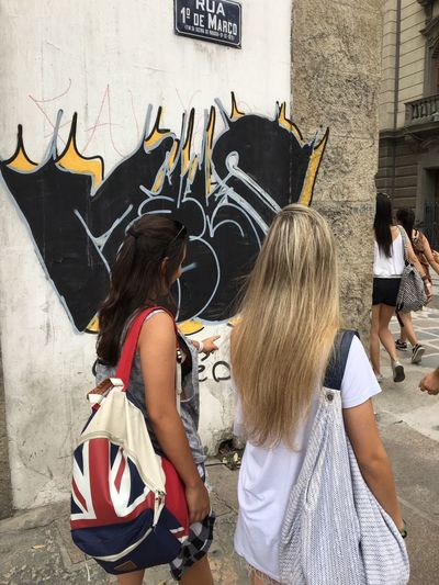 """""""The Sky is hell"""" Wall - Building Feature Person Architecture Casual Clothing Travel FRIENDSHIPGOALS Urbanarts Rio De Janeiro Eyeem Fotos Collection⛵ Walking On The Street Tourism"""