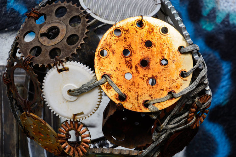 Close-up Deterioration Damaged Circle Messy No People TwoIsBetterThanOne Abirdseyeview Nikon Eyeemphoto Collection Order Architectural Feature Colorful In A Row Variation Multi Colored Architecture Metallic Gears Geargasm Gears Engranajes TakeoverContrast Nikonphotography