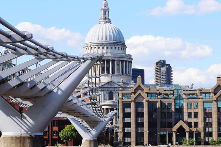 the pedestrian bridge Travel Photography Travelling Architecture_collection Architectural Design Architecturephotography Architecture Photography Traveling Travel WeekOnEyeEm Week On Eyeem Streetphotography Street Photography StPaulscathedral St Paul's Cathedral Pedestrian Walkway Pedestrian Crossing Pedestrian Bridge London LONDON❤ London_only City Modern Dome Cityscape Sky Architecture Building Exterior Built Structure Cloud - Sky Skyscraper