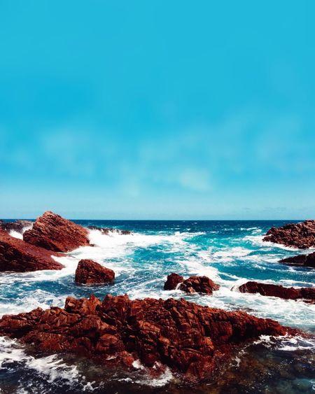 Somewhere on the Yorke Peninsula, South Australia horHorizon Over WateraBeauty In NaturevWaveeScenicstWater No PeopleaTranquilitycRock - ObjectuBlueySkyaBeachyDaytOutdoors EyeEm Selects Sommergefühle Let's Go. Together.