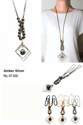 Shvana Kalung Panjang Amber Silver - Model : Kalung Panjang dengan liontin bentuk ketupat ditambah dengan bulatan-bulatan spiralBahan : Resin, AlloyPanjang Kalung 106 CmLebar Kalung 9 Cm Agenkalung Distributorkalungtermurah Grosirkalung Kalungcantik Kalungmutiara