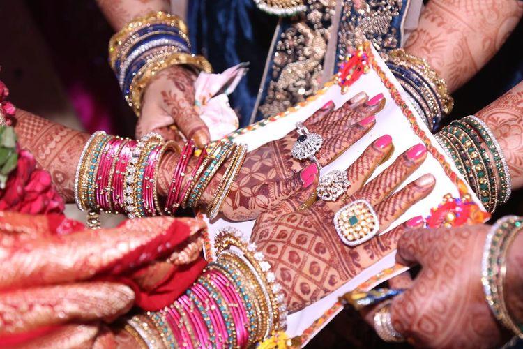 Indian Rituals Indian Bride Indian Wedding Wedding Photography Indian Culture  Bride Bridegroom Human Hand Wedding Dress Togetherness Life Events Women Bangle Men Wedding Ceremony