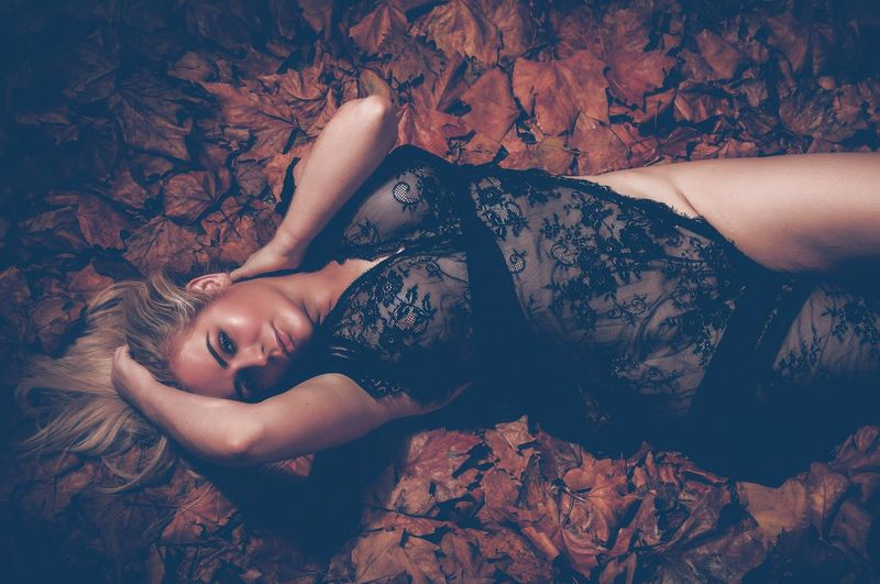 Leaf 🍂 One Person Lying Down Young Women Real People Adult Young Adult Lifestyles Women High Angle View Relaxation Looking At Camera Three Quarter Length Lying On Back Clothing Beautiful Woman Hairstyle