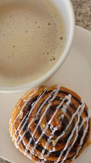 Breakfast Baked Goods Breakfast Cafe Latte Cinnamon Roll Close-up Desayunox Foodx Freshnessx Horneadox No Peoplex Pastryx Rollos De Canelax Sweet Food Close-up Coffee - Drink Coffee Cup Desayuno Food Freshness Freshness Horneado No People Pastelitos Pastry Rollos De Canela Sweet Food Temptation Food And Drink Food And Beverages Urban Photography My World Of Food Fine Art My Favorite Foods