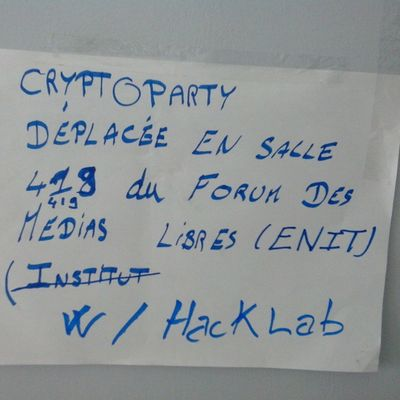 Sans électricité en salle de TD13, la Cryptoparty rejoint le Hacklab  à l'ENIT en salle 419 :/ FSM2015 WSF2015