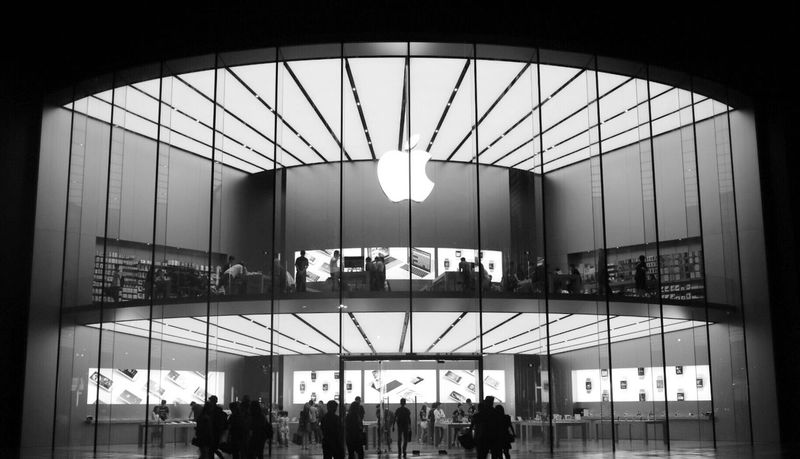 Fine Art Photography Applestore Shopping 南京 Enjoying Life Nanjing Fresh On Eyeem  B la ck And White Summer2016 Shadowgraph Colour Of Life Internet Addiction Monochrome Photography