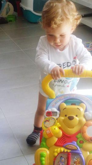 Babysitting Babyboy Instantphoto Captured Moment . Mathéo Apprend à Marcher