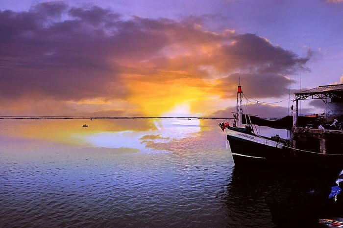 Cloud - Sky Sunset Reflection Water Sea Dramatic Sky Sky Silhouette Nautical Vessel Tranquility Scenics Outdoors Beach Nature Horizon Over Water Beauty In Nature Beauty Power In Nature No People Day อ่างศิลา