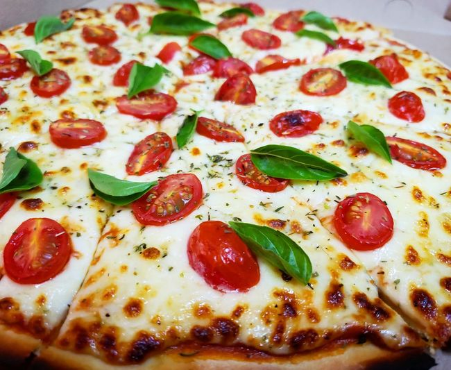 margarita pizza Italian Food Fast Food Pizza Savory Food Cheese Cultures Close-up Food And Drink Mozzarella Basil Pesto Sauce Olive Oil Pizzeria Parmesan Cheese Tomato Sauce