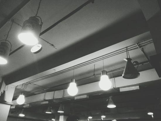 Blackandwhite Samsung Edison Electricity  Lights Looking Up Gibberish Crowd peaches in dark