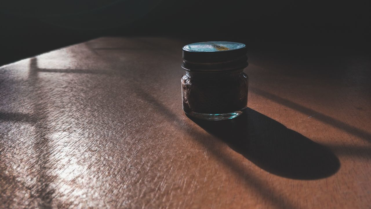 HIGH ANGLE VIEW OF DRINK IN JAR ON TABLE