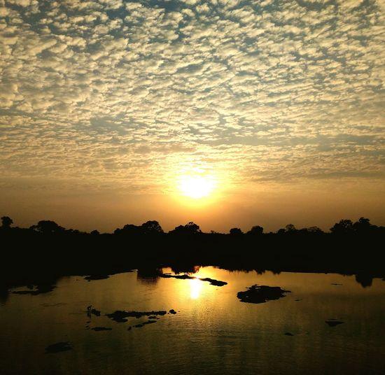 Sunset Nature_collection Natural Beauty Inthelapofnature Sun Reflection Indiantourism MP Tourism Mandu Nature_perfection Nature Photography Indiapictures Cellphone Photography Jalaj