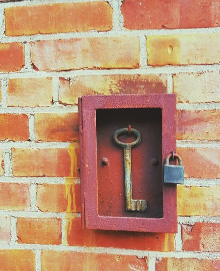Key problem 🤔 Under Lock And Key Key Keybox Box Box - Container Problem Problem Solving Too Big Humor Humourous Red Backgrounds Full Frame Safety Protection Metal Security Door Close-up Architecture Hinge Brick Wall Brick Mounted