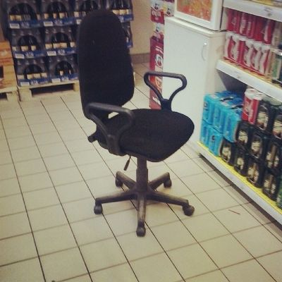 Хмм стул в магазине, но ведь никто не думает, что стул исчезнет:)) отрадное вотэтоповорот Москва
