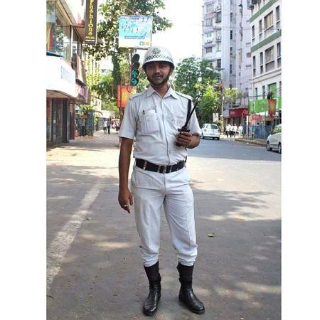 Bhalo chele Kolkatadiaries Trafficpolice Safedikichamkahat