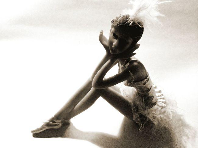 Dancer Rest Fake Blackandwhite Waiting @ Ernesto Galizia Contemporary Art Onthetable Eye4photography